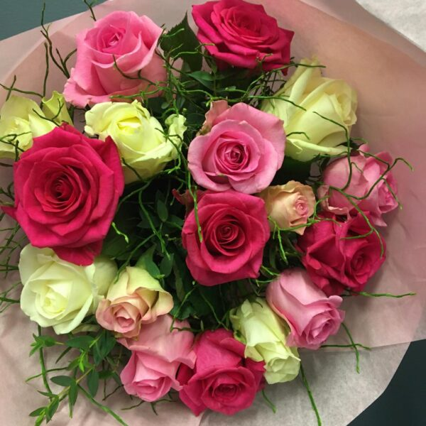 Kukkakimppu Ruusuja